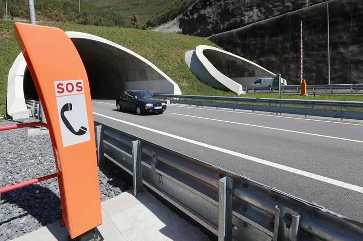 Acidente no Túnel do Marão faz três feridos e condiciona trânsito