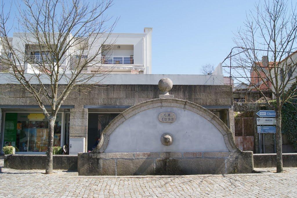 Um fontanário com água potável por cada uma das antigas 40 freguesias do concelho