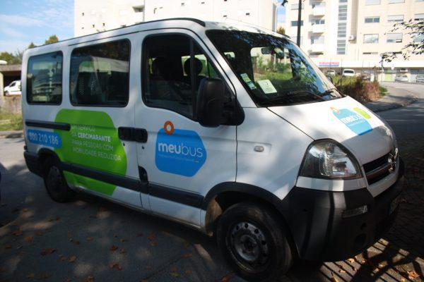Cercimarante com transporte de passageiros flexível para pessoas em cadeira de rodas