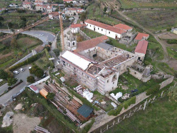 """Obras """"em bom ritmo"""" no Mosteiro de Ancêde, Baião"""