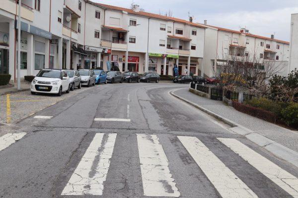Começou a repavimentação da rua de Camões