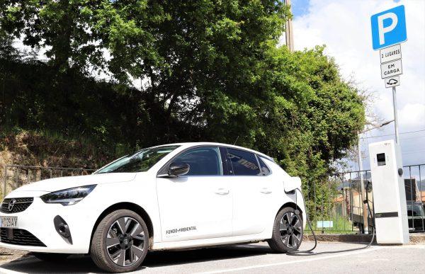 Instalado primeiro posto público de  carregamento de veículos elétricos em Baião