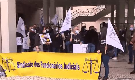 Oficiais de justiça protestaram à porta do Tribunal de Penafiel