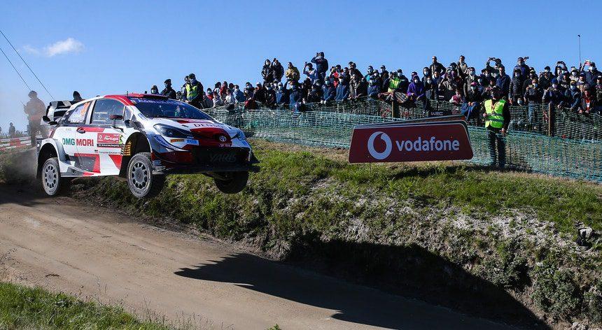 Elfyn Evans (Toyota Yaris) venceu o Rali de Portugal. Armindo Araújo foi o melhor português e Villas-Boas o terceiro