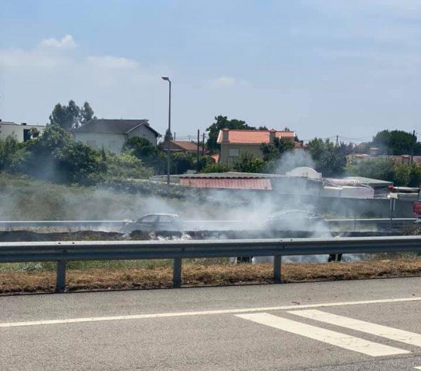 Carros colidem e incendeiam-se nó da A41/A11, em Lousada