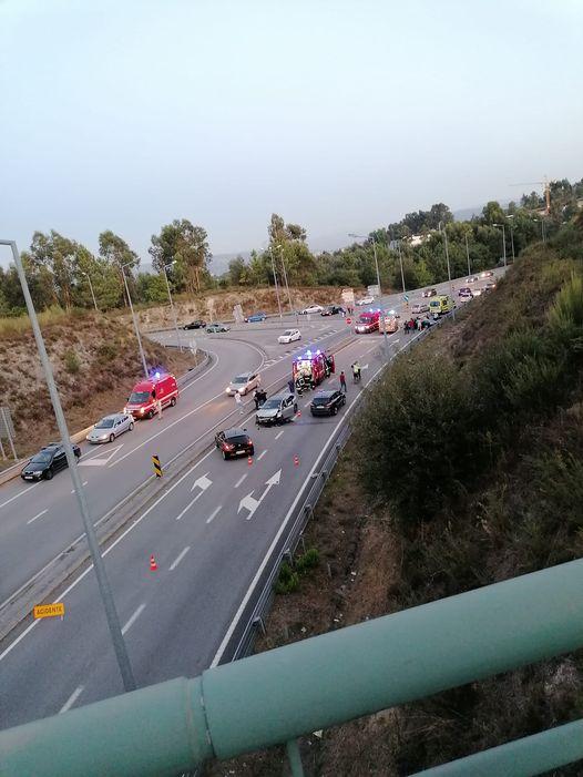 Três feridos em dois acidentes em saídas da A4